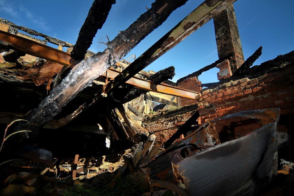 Auch der Brand eines Fachwerkhaus in Rothschönberg geht auf das Konto des Angeklagten. Dafür bekam es damals drei Jahre Haft.
