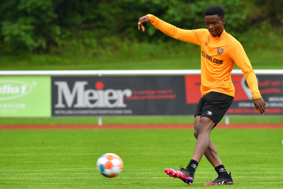 Neuzugang Michael Akoto stand im Testspiel gegen Braunschweig in der Startelf und musste kurz vor der Pause verletzt ausgewechselt werden.