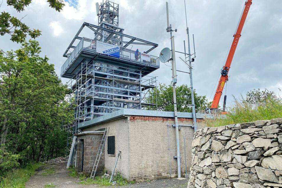 Der Rohbau für den Lausche-Turm ist fertig.