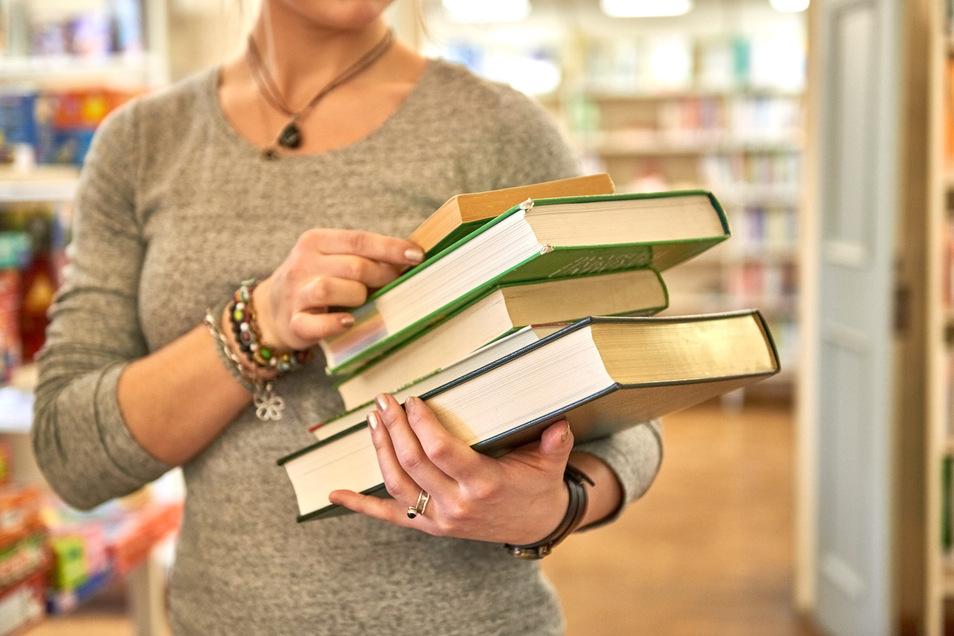 Stadtbibliothek Pirna: Auf Wunsch kommen die Bücher jetzt nach Hause.