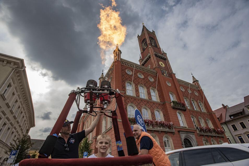 Feuer gemacht – die Ballon Crew aus dem Haselbachtal heizte dem Markt ein.
