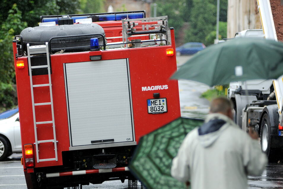 Rollen bald Meißner-Einsatzkräfte nach Nordrhein-Westfalen? Im Landkreis stehen Hochwasseranhänger bereit.
