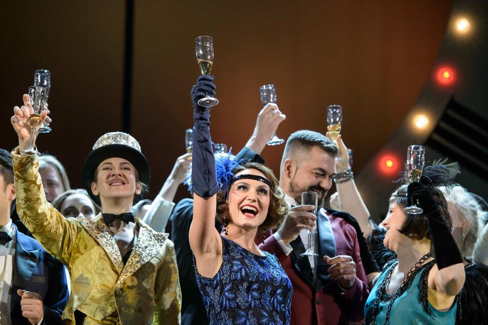 """Ein Wiedersehen wird es auf der Döbelner Musiktheaterbühne mit der """"Die Fledermaus"""" geben. Auch """"Jekyll & Hyde"""", """"Andrea Chénier"""", """"Der Konsul"""", und """"Anatevka"""" sind als Wiederaufnahmen im Programm der neuen Spielzeit."""