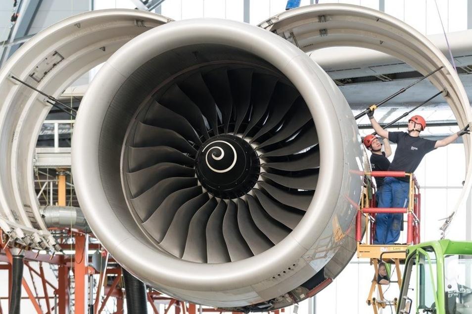 Die mächtigen Triebwerke von Rolls-Royce erzeugen einen Schub von 311 Kilonewton. Sie saugen pro Sekunde 1500 Kubikmeter Luft an - etwa das Volumen eines Einfamilienhauses.