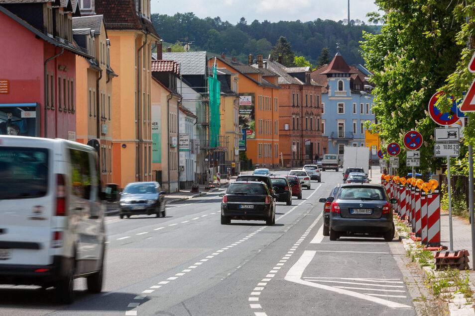 Auf der Dresdner Straße zwischen der Brücke Papierfabrik und dem Turnergässchen sollen Grüninseln entstehen.