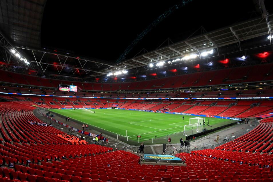 London, Wembley-Stadion: 22.500 zugelassene Zuschauer; drei Gruppenspiele, zwei Achtelfinale, zwei Halbfinale und Endspiel.