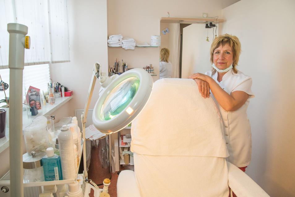 Die längste Zeit hat Diana Roscher auf die Wiedereröffnung ihres Schönheitssalons warten müssen. Ab Montag darf sie endlich wieder Kunden betreuen.