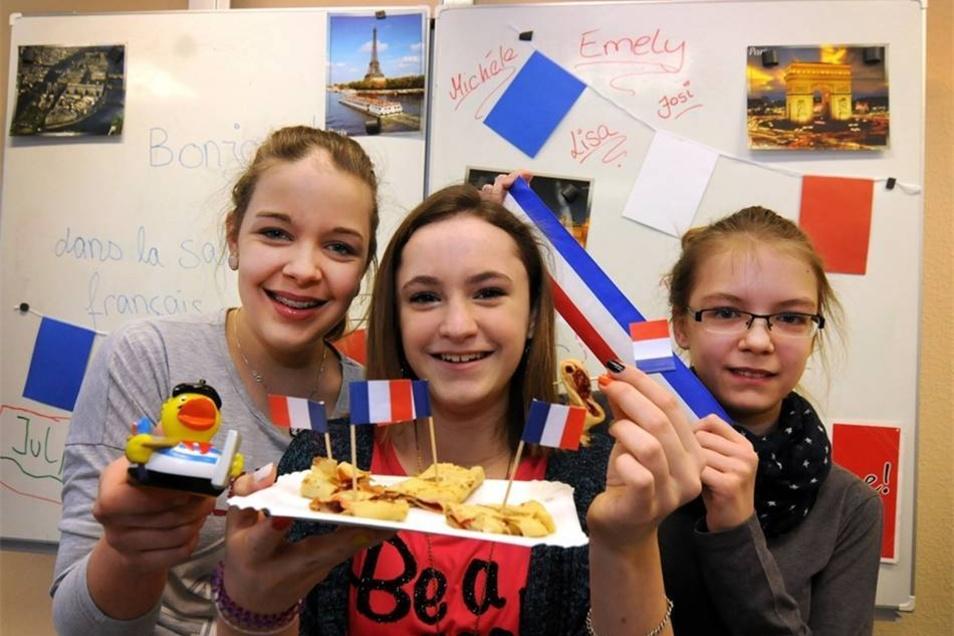 Josefine, Lisa und Michelle aus der siebten Klasse der Oberschule Waldheim haben Crêpes gebacken. Die Mädchen lernen Französisch, das ab der sechsten Klasse Wahlfach. In dem wird nicht nur die Sprache gelehrt, sondern auch viel über die Kultur, Politik und Wirtschaft Frankreichs.