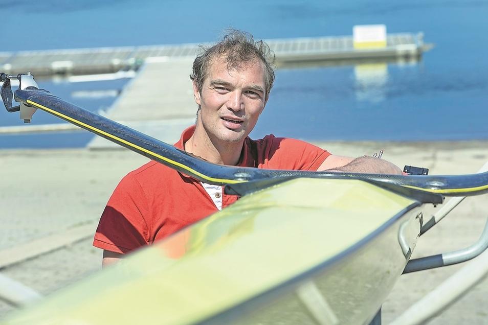 Obwohl nicht mehr Profisportler, ist Ruder-Olympiasieger Tim Grohmann immer noch fast täglich mit dem Boot auf dem Wasser. Das hat zwei Gründe.