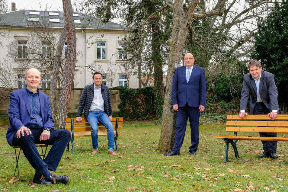Die Projektbeteiligten vom Corona-Warn-Buzzer: Dr. Tim Hentschel (Barkhausen Institut), Robert Malorny (FEP Fahrzeugelektrik Pirna), Jens Krauße (Digades GmbH) und Dr. Matthias Stege (exelonix GmbH)