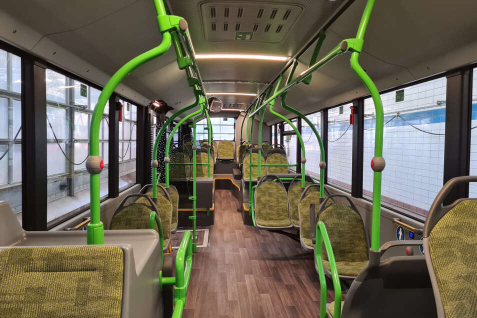Optisch modernisierter Fahrzeug-Innenraum des neuen VGH-Busses.