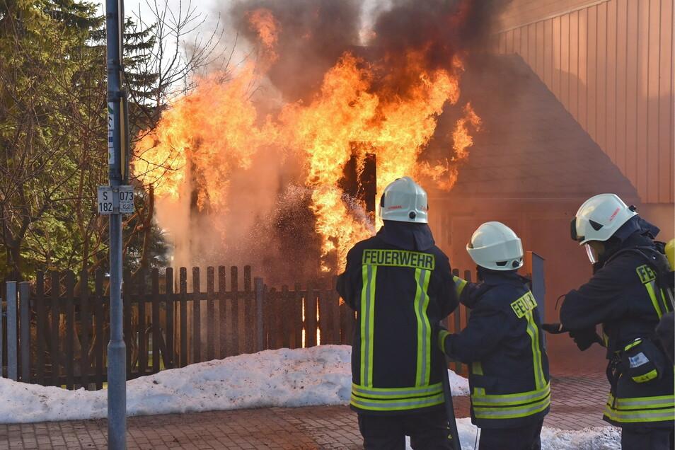 Kameraden mehrerer Feuerwehren waren im Einsatz.