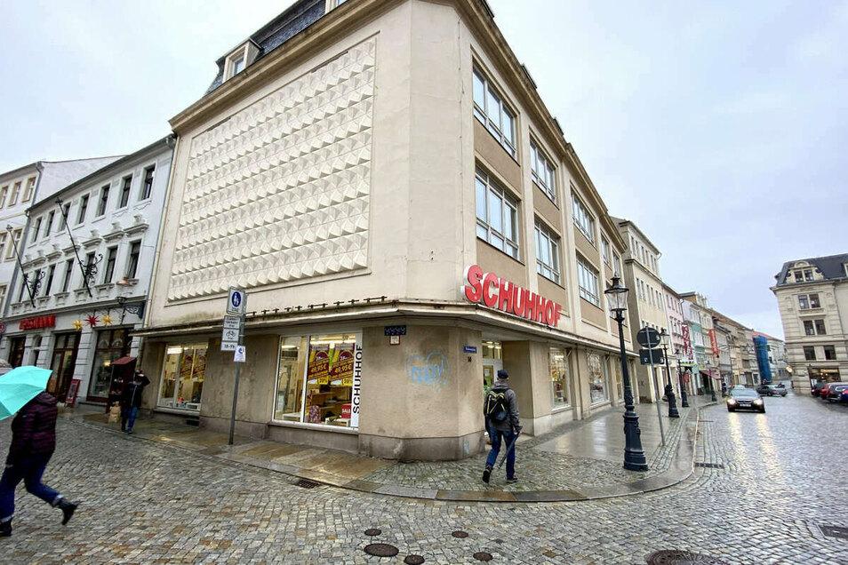"""Für die """"Schuhhof""""-Filiale sind die letzten Tage angebrochen, ab 22. November ist das Geschäft geschlossen. Bis dahin läuft der Räumungsverkauf."""