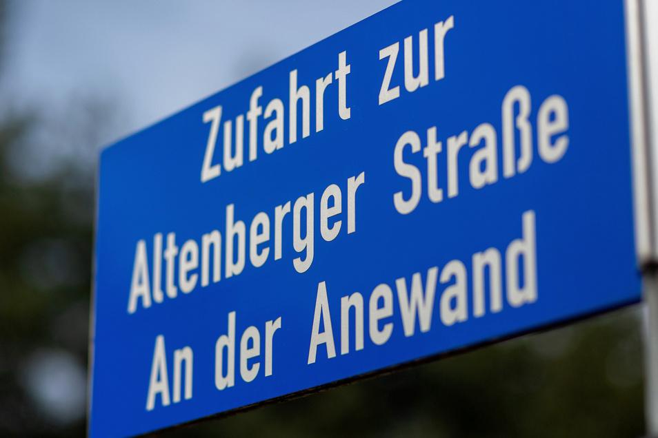 Dieses Straßenschild in Schmiedeberg erinnert an den alten Ausdruck Anewand, aber erst seit 2006.