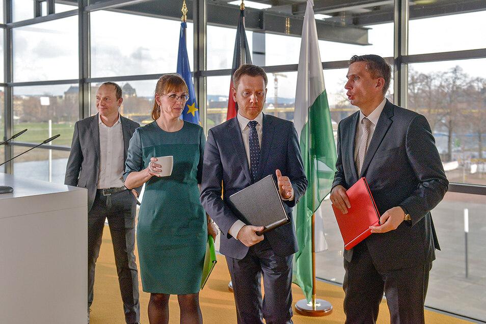 Die Spitzenkandidaten der künftigen Regierungsparteien stellten am 1. Dezember den Koalitionsvertrag vor.