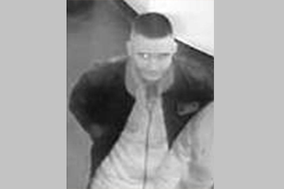 Die Dresdner Polizei sucht nach diesem jungen Mann, der in einem Club in der Südvorstadt zwei Männer geschlagen hat.