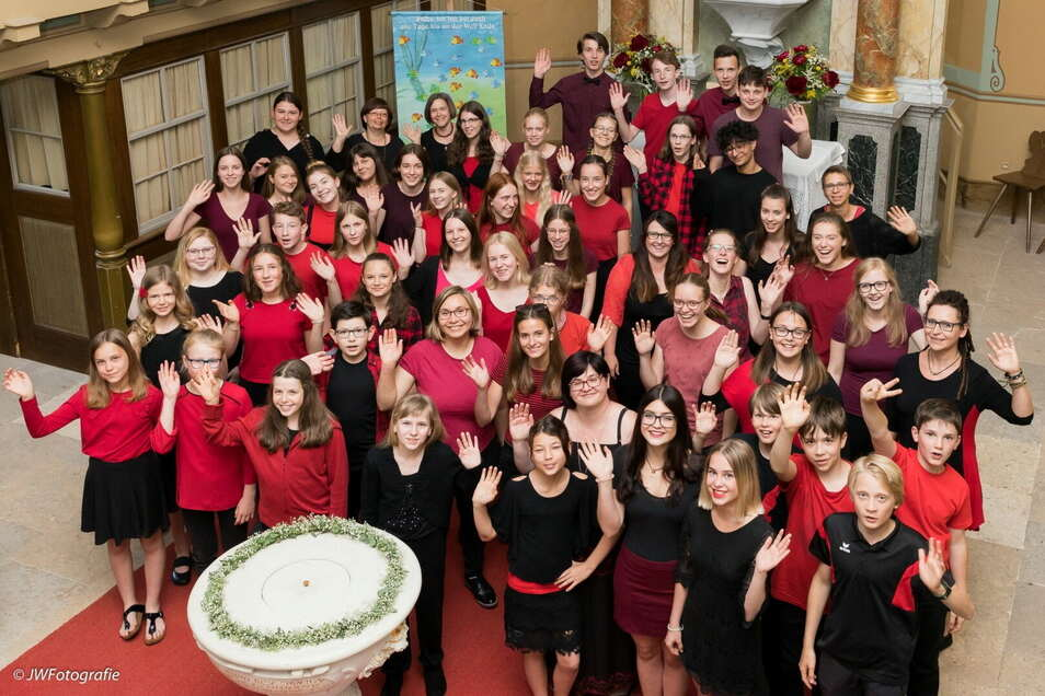 Der Jugendchor und die Chorklassen der ersten Grundschule traten während der Pandemie virtuell auf - und wurden dafür jetzt gewürdigt.