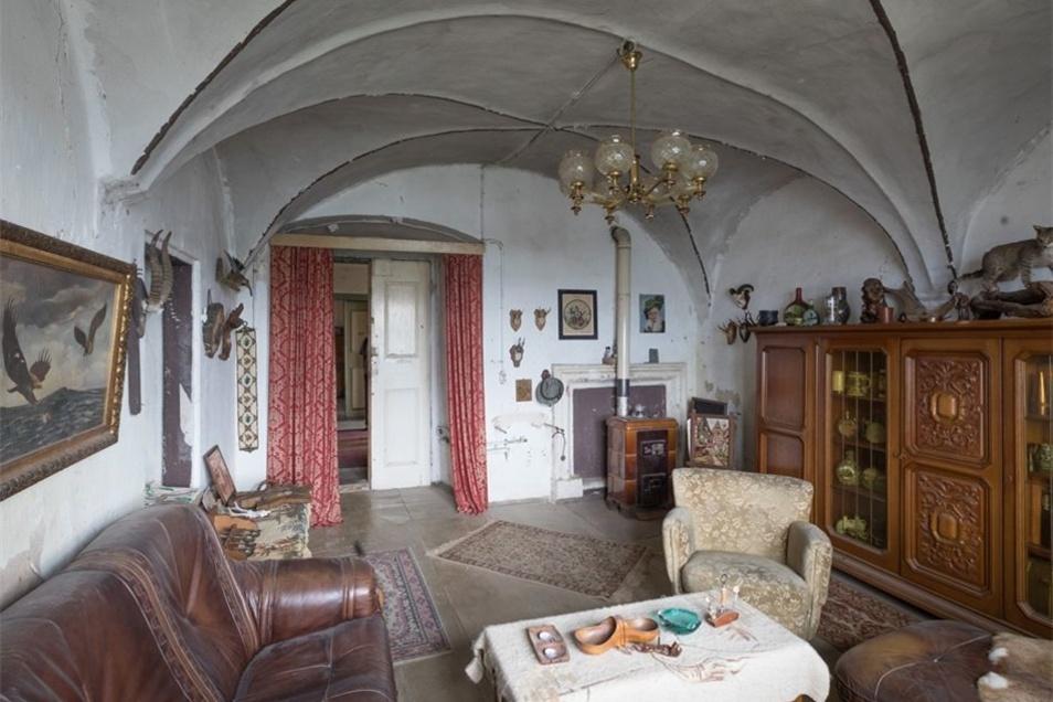 Morbider Charme der 60iger: das Jagdzimmer im Schloss.