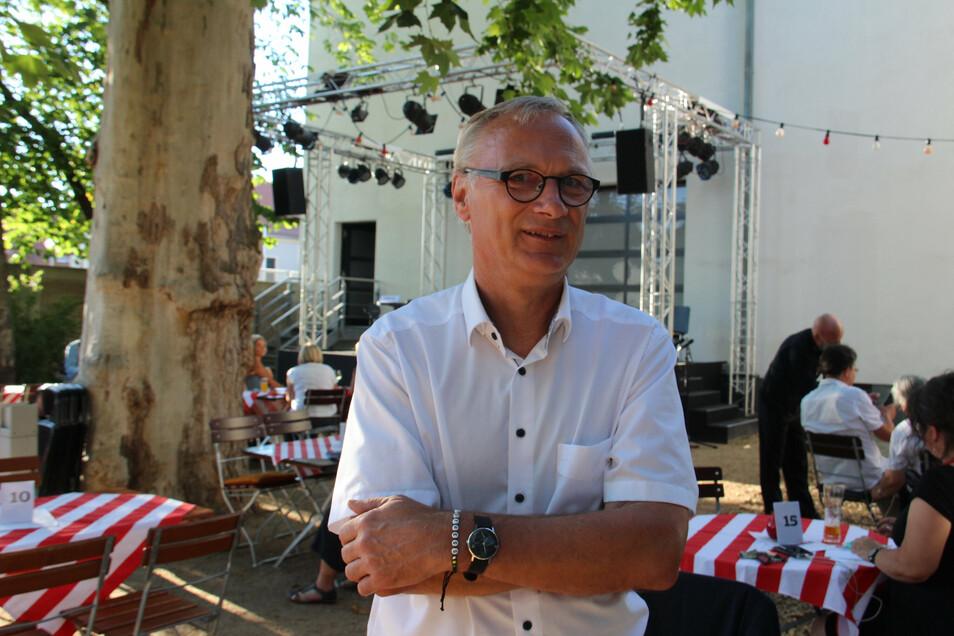 Sommertheater im kleinen Rahmen gab es dieses Jahr in Bautzen im Theatergarten neben dem großen Haus. Intendant Lutz Hillmann und sein Team konnten dort reichlich 1.400 Zuschauer begrüßen.