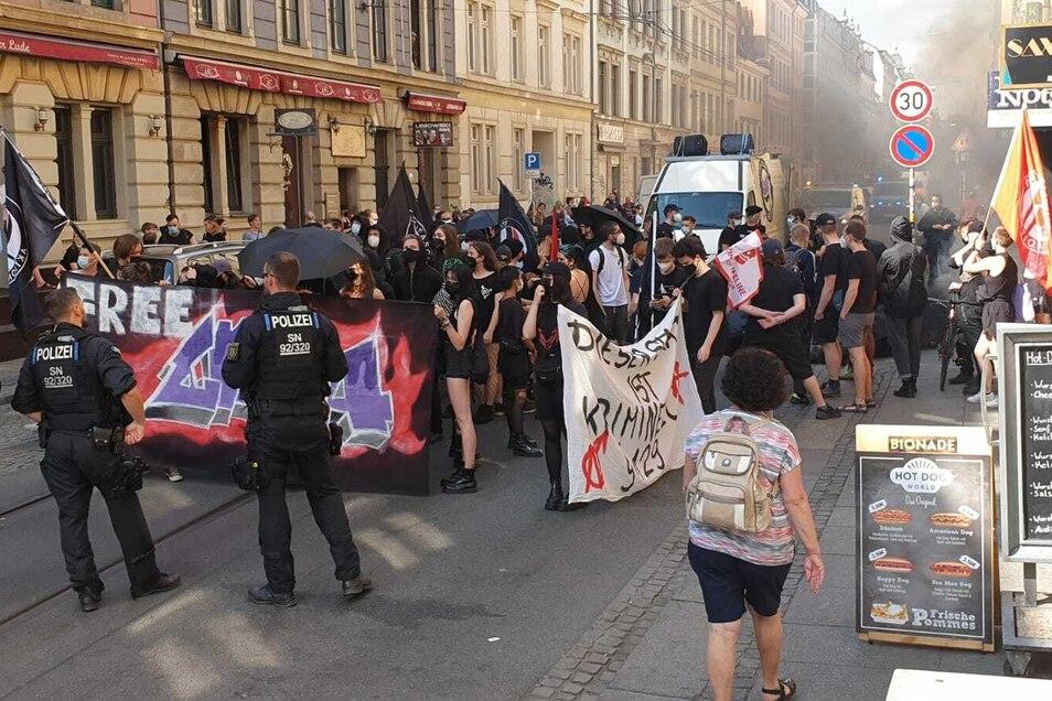 Auf der Görlitzer Straße wurden Nebeltöpfe gezündet.