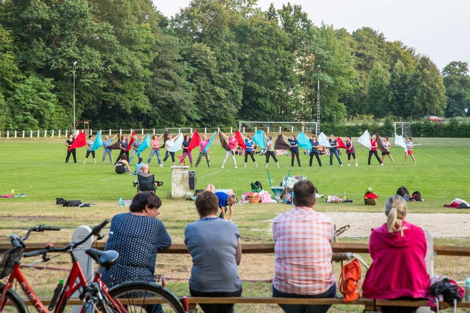 Die Proben für die Tanzshow zum Sportfest in Kreba-Neudorf nehmen sonst Wochen ein. Dieses Jahr bleibt nur ein Monat Zeit.