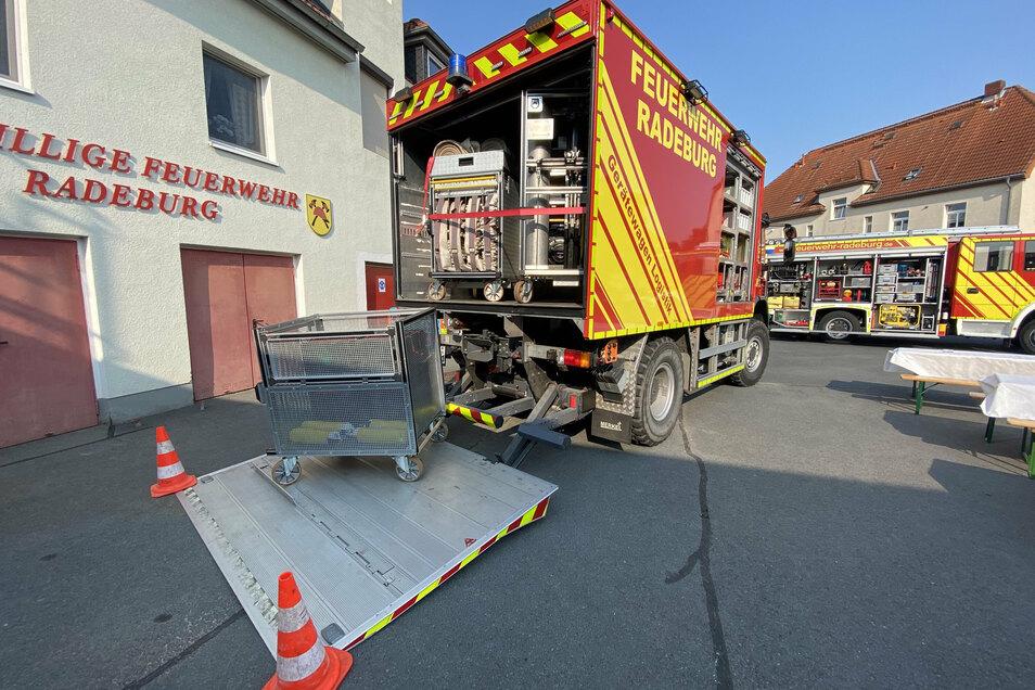 Der neue Gerätewagen Logistik der Radeburger Ortswehr. Das Fahrzeug löste ein mehr als 40 Jahre altes Fahrzeug ab, das aufgrund seines Zustandes außer Dienst genommen werden musste.