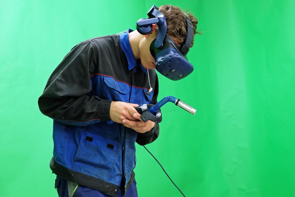 Hierfür wird ebenfalls eine VR-Brille und ein einem Schweißgerät nachempfundener Controller verwendet.