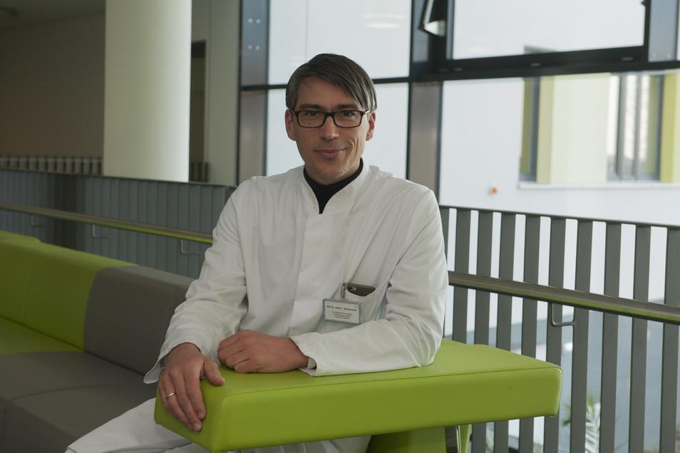 Chefarzt Dr. Imanuel Dzialowski und seine Mitarbeiter haben sich bereits intensiv auf den Katastrophenfall und die Übernahme von Patienten vorbereitet.