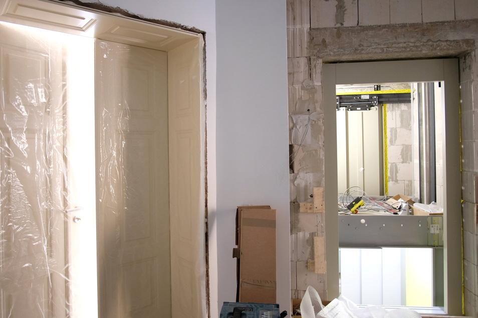 Mit dem Fahrstuhl direkt in die Wohnung; In einige Wohnungen ist sogar das möglich.
