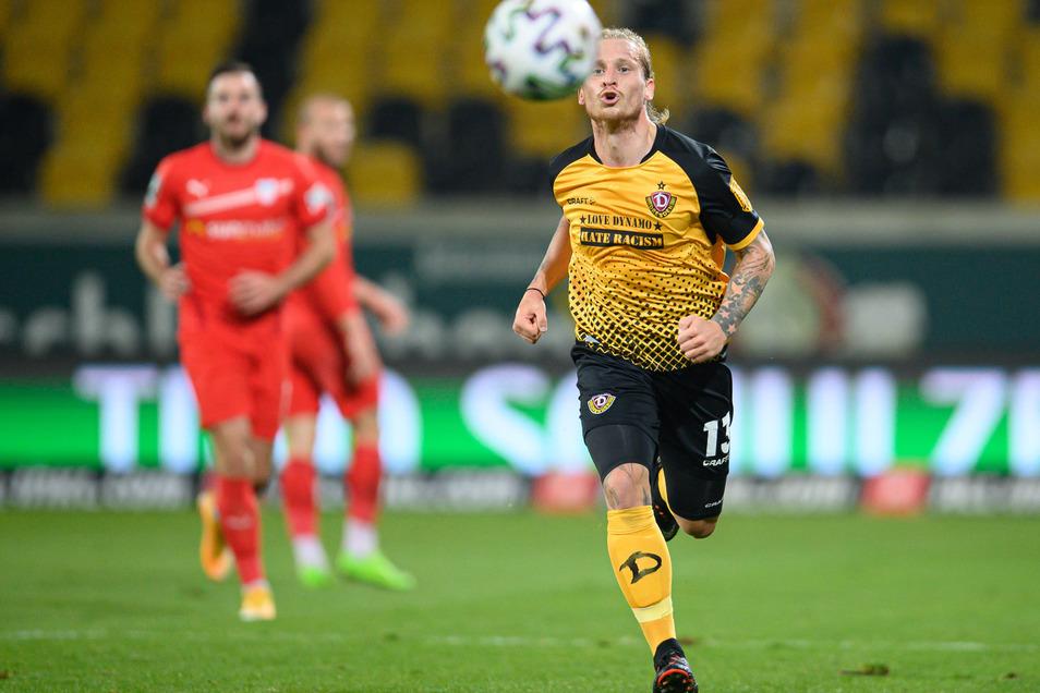 Dynamo mit Marvin Stefaniak vorneweg, und die Konkurrenz hat das nachsehen - hier der FSV Zwickau, der aber die direkte Partie in der Hinrunde gegen die Dresdner gewann. Als einziger Ostgegner.