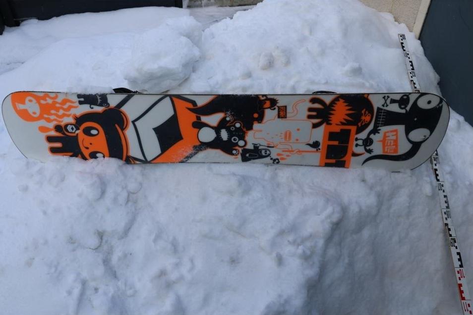 So sieht die Unterseite des Snowboards aus.