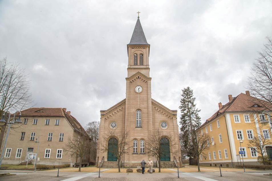 Die Kirche der Brüdergemeine in Niesky am Zinzendorfplatz ist mit ihrem Glockenturm das höchste Gebäude in der Kleinstadt. Seit Januar ist das Geläut aber verstummt.