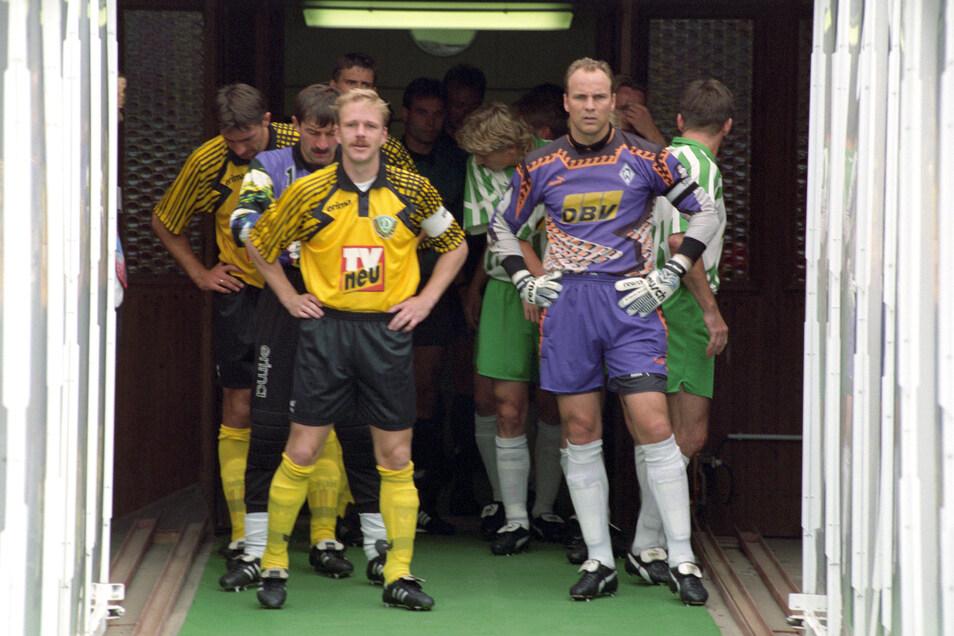 Am 20. August 1994 war's, als Dynamo das letzte Ligaheimspiel gegen Bremen bestritt - mit Detlef Schößler als Kapitän und Oliver Reck im Werder-Tor.