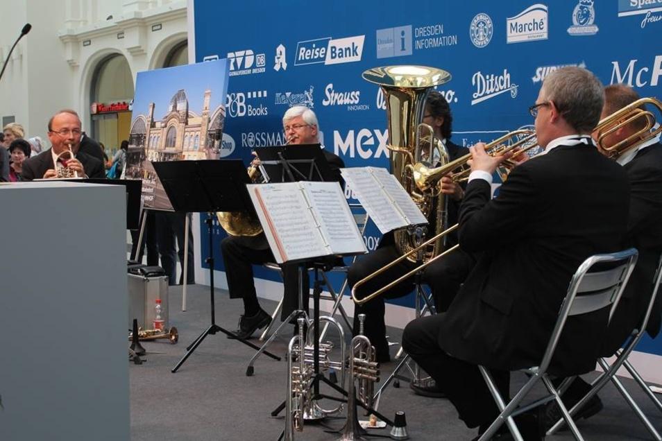 Musikalisch begleitet wurde die Eröffnungsfeier durch die Herren der Philharmonic Brass Dresden.