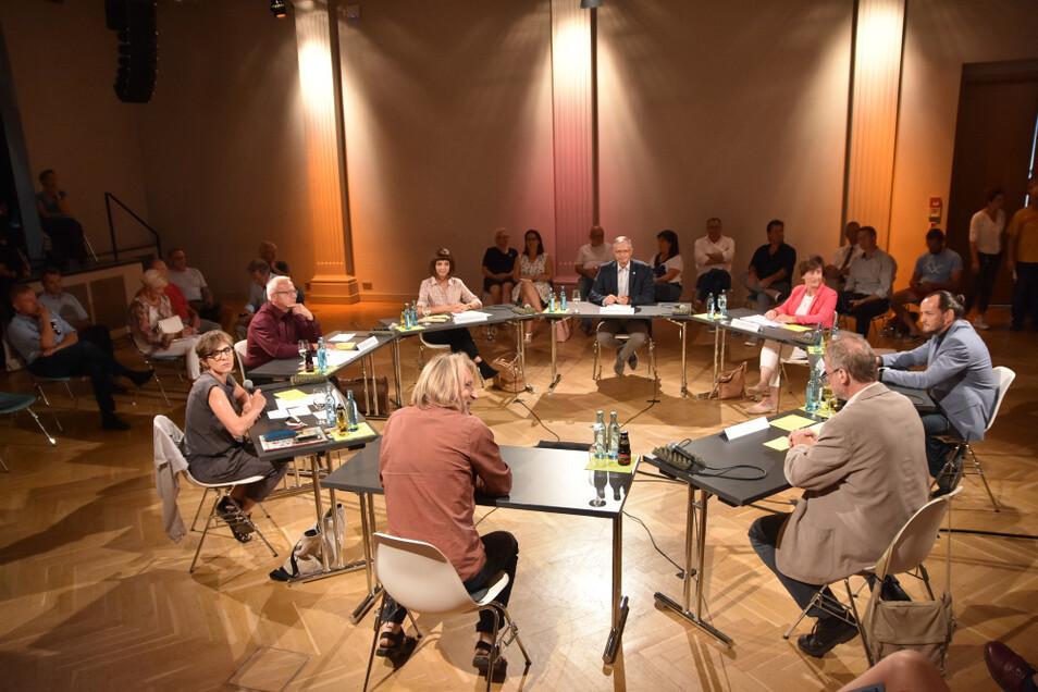 Der KuFa-Talk zur OB-Wahl fand am Mittwoch mit allen fünf Kandidaten im Saal des Bürgerzentrums Braugasse statt. Den Mitschnitt kann sich jeder im Web anschauen.