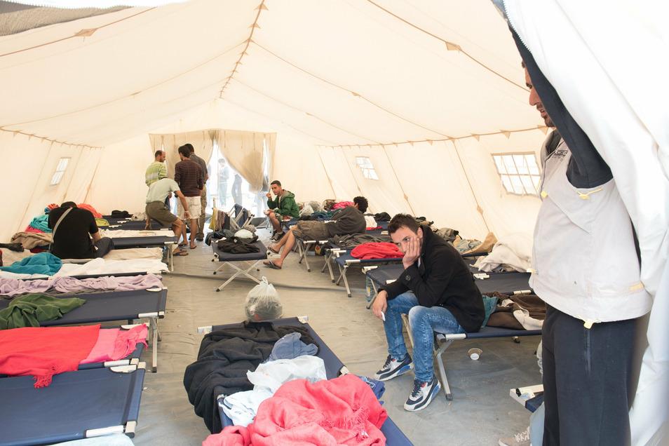 Mehr als 20 Menschen mussten damals in den rund 50 Quadatmeter großen Zelten untergebracht werden.