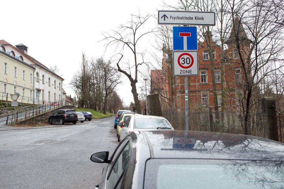 Einfahrt Hohe Straße am Jugendhaus Hanno: Im hinteren Teil wird bis Oktober gebaut.