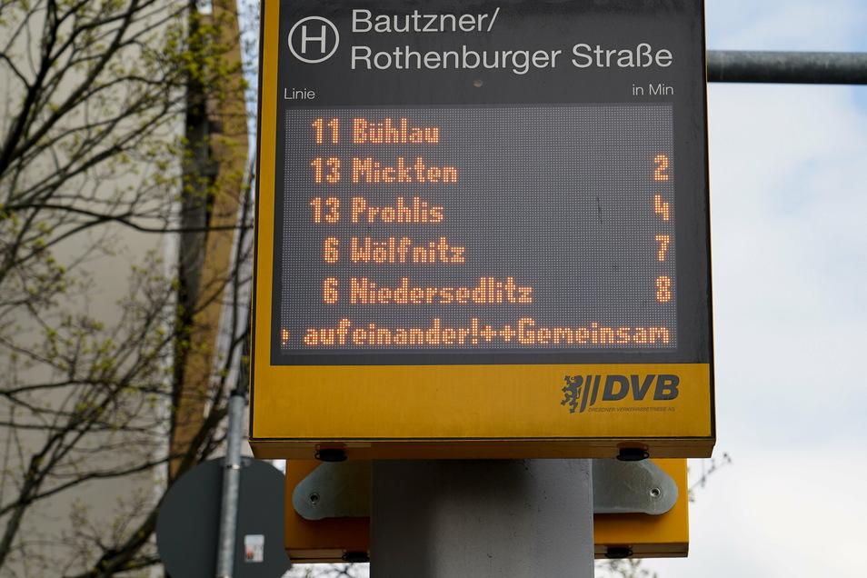 Ähnliche Anzeigetafeln wie diese aus der Neustadt haben Unbekannte in Tolkewitz demoliert.