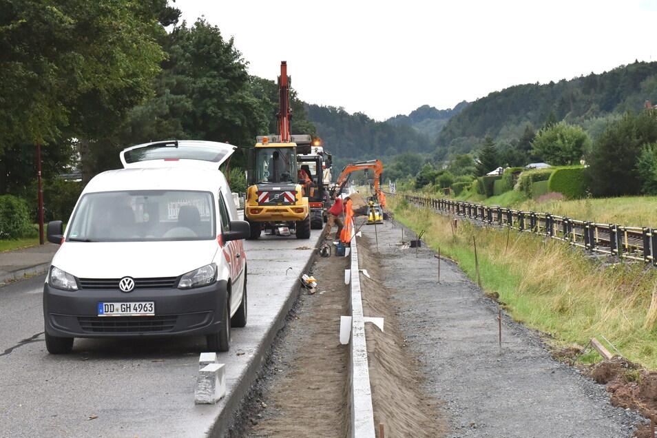 Wegen Bauarbeiten ist die Müglitztalstraße in Schlottwitz derzeit nur einspurig befahrbar. In Richtung Glashütte entsteht ein Gehweg.