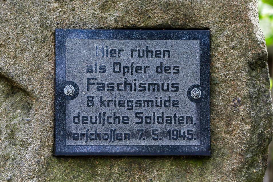 Die Grabstätte erinnert an acht junge Soldaten, die kurz vor dem Kriegsende erschossen wurden.