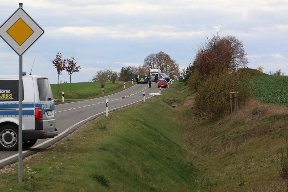 Ein Radfahrer ist auf der S44 am Montagmittag tödlich verunglückt.
