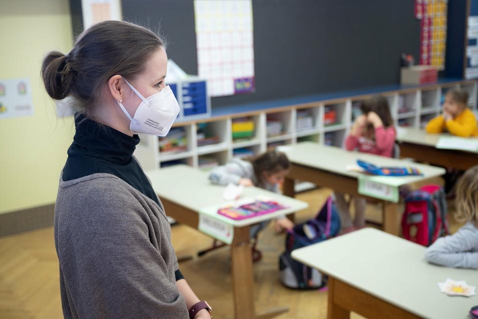 Seit zwei Wochen sind die Dresdner Schulen und Kitas wieder geöffnet, seitdem werden immer wieder Infektionsfälle bekannt. Quarantäne-Anordnungen halten Eltern aber nicht für ausreichend.