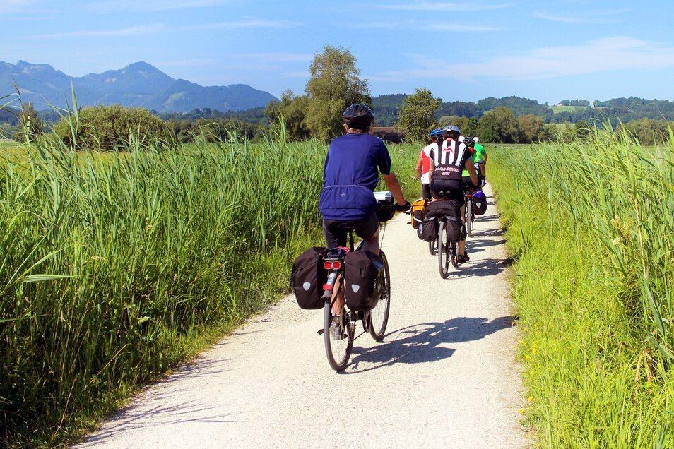 Radreisen sind beliebt. Besonders, wenn sie entlang von Wasser führen. Das zeigt eine Hitliste der deutschen Fernradwege.