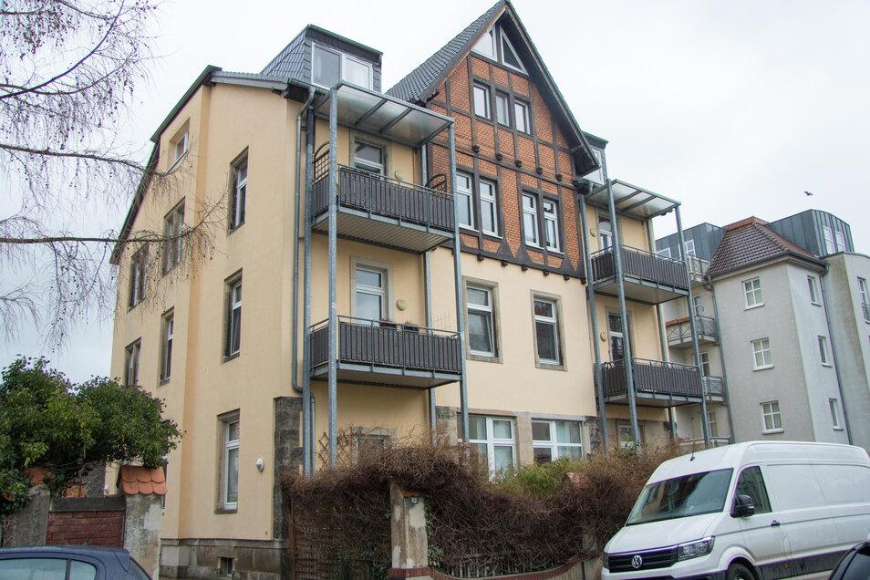 Bereits am Sonnabend fanden erste Sicherungsarbeiten in dem Haus an der Burgenlandstraße statt.