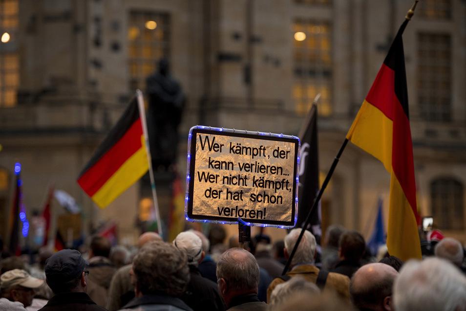 """Die AfD würde den Montag gerne zum """"Tag des bürgerlichen Engagements"""" erklären und alle Dresdner ab dem späten Nachmittag mit Freifahrten beglücken."""