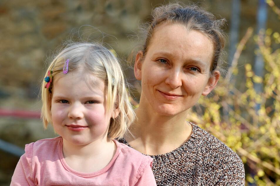 Die Kittlitzer Pastorin Elisabeth Süßmitt - hier mit ihrer Tochter Gerda - organisiert in der Corona-Krise ein Kummertelefon.