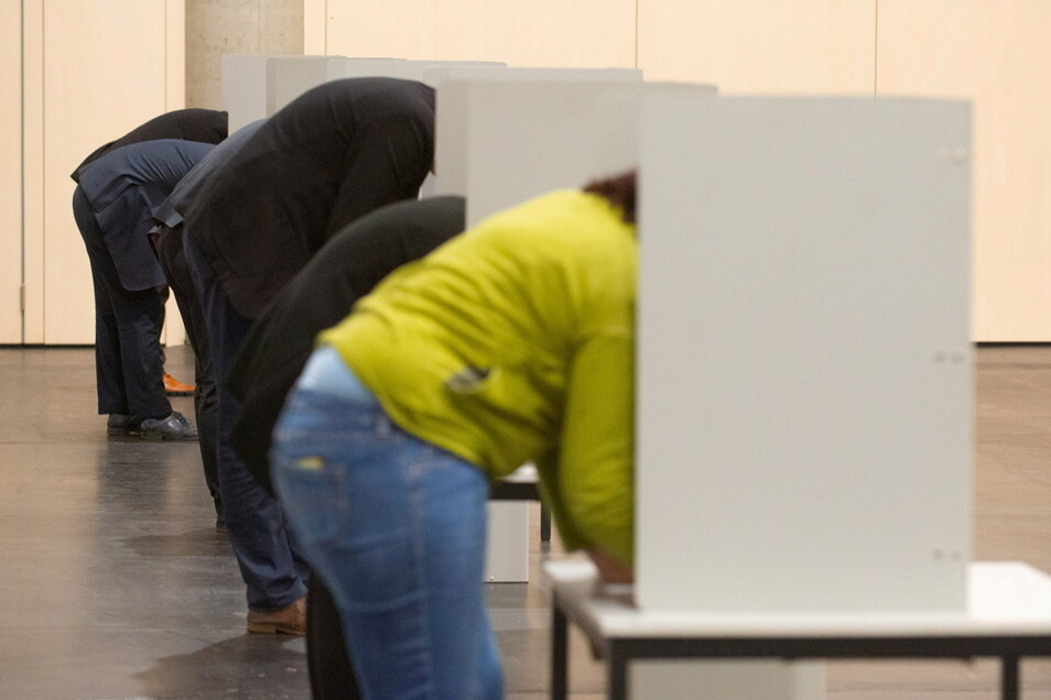 Zur Bundestagswahl richtet die Stadt 28 Wahllokale und ein Briefwahllokal ein, die alle besetzt werden müssen.