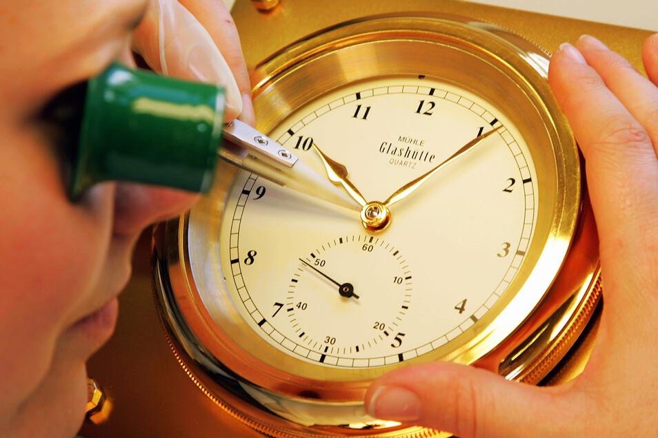 Mit Schiffschronometern begann der Neubeginn.