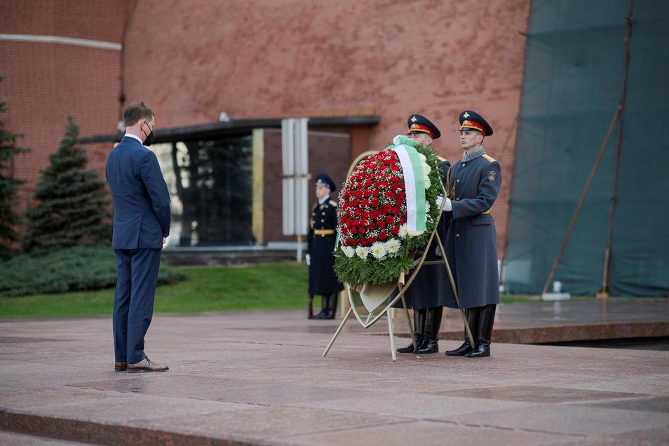 Am Grab des unbekannten Soldaten im Alexandergarten legte Michael Kretschmer einen Kranz nieder.