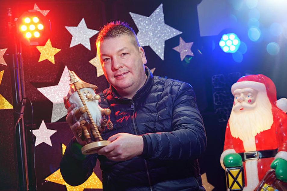 Thomas König, DJ und Eventveranstalter, organisiert an diesem Sonntag erstmals ein Adventsbasteln für Familien in seinem Heimatort Uhyst. Ein beheiztes Festzelt steht dafür bereit.